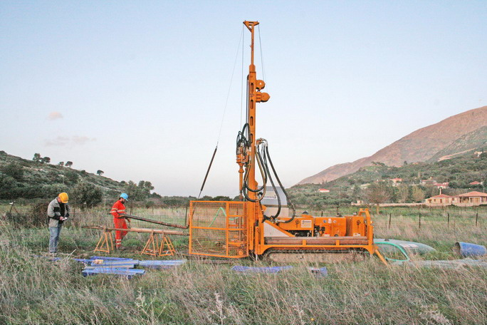 LARGE DRILL RIG